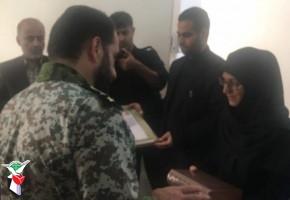 دیدار فرمانده قرارگاه پدافند هوایی با ۲ خانواده شهید در رشت