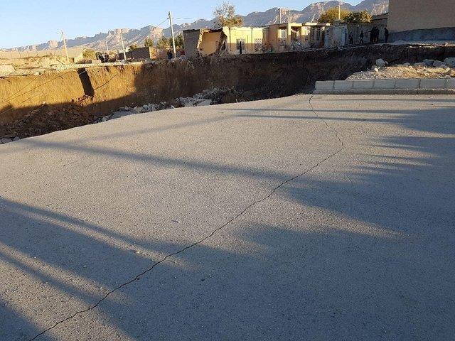 رانش زمین در «چوار» از توابع ایلام و فرورفتن ۵ ساختمان + عکس