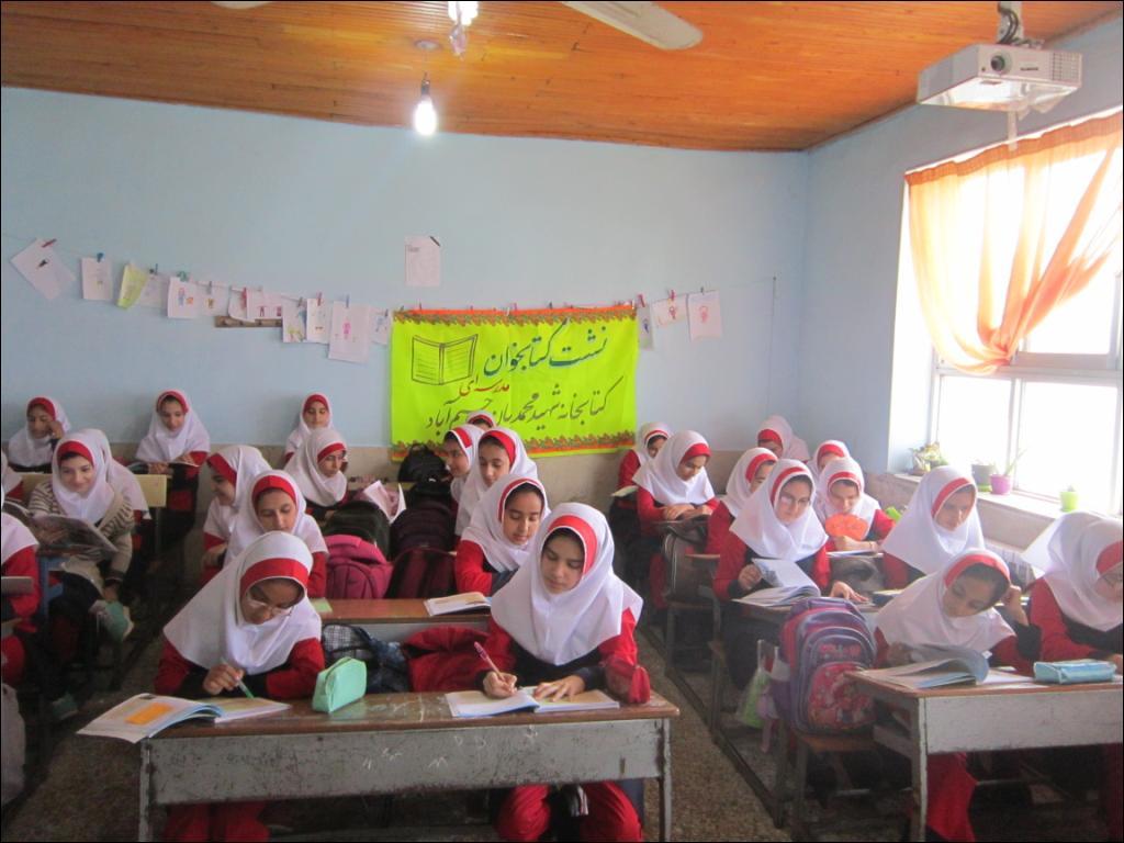 با معرفی ۵عنوان کتاب؛ نشست کتاب خوان در مدرسه شهید شعبانی رحیم آباد برگزار شد