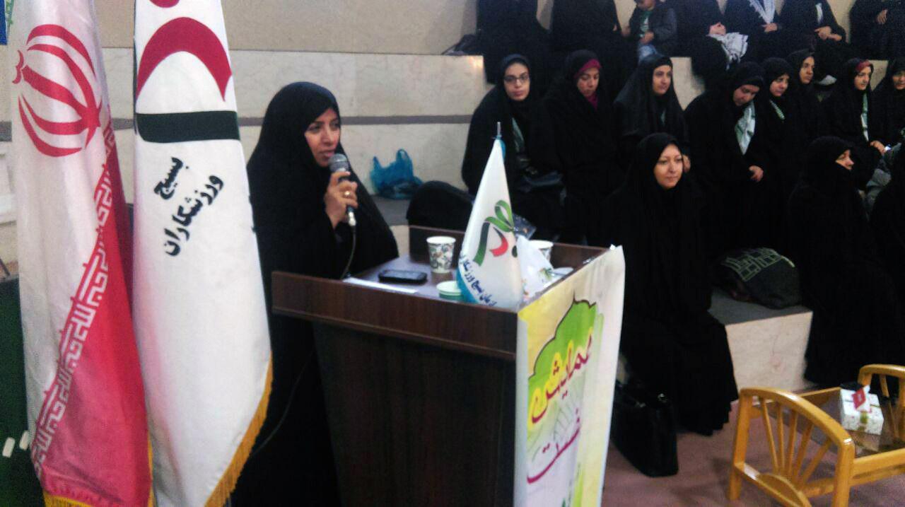 حرکت و جایگاه زن و تربیت فرزندان صالح از نشانه های زن مسلمان است