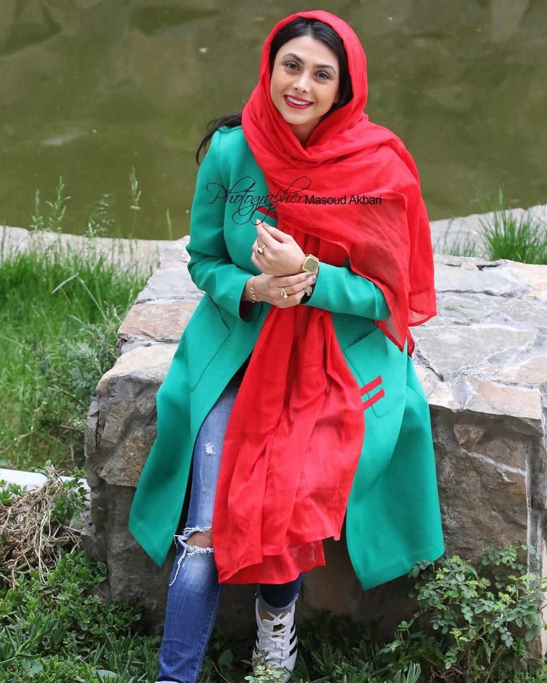 http://s9.picofile.com/file/8314321450/www_bartarpix_ir_azadeh_samadi_day96.jpg