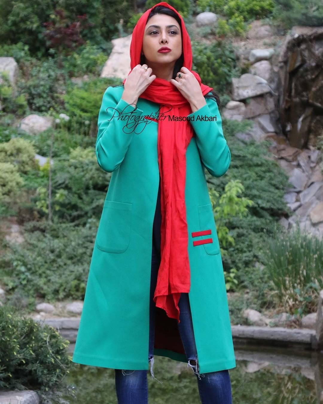 http://s9.picofile.com/file/8314321468/www_bartarpix_ir_azadeh_samadi_day96_2_.jpg