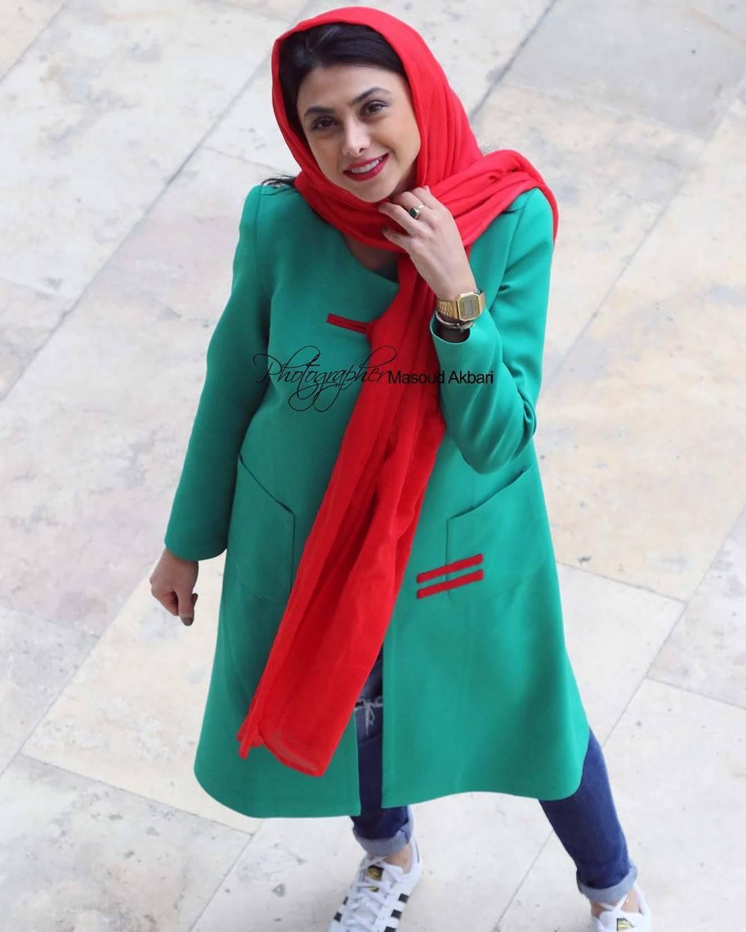 http://s9.picofile.com/file/8314321500/www_bartarpix_ir_azadeh_samadi_day96_1_.jpg