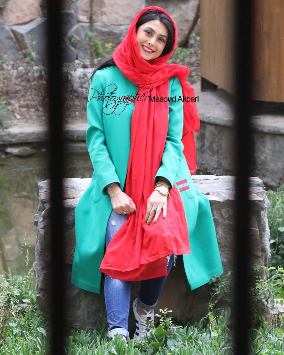 http://s9.picofile.com/file/8314321592/www_bartarpix_ir_azadeh_samadi_day96_8_.jpg