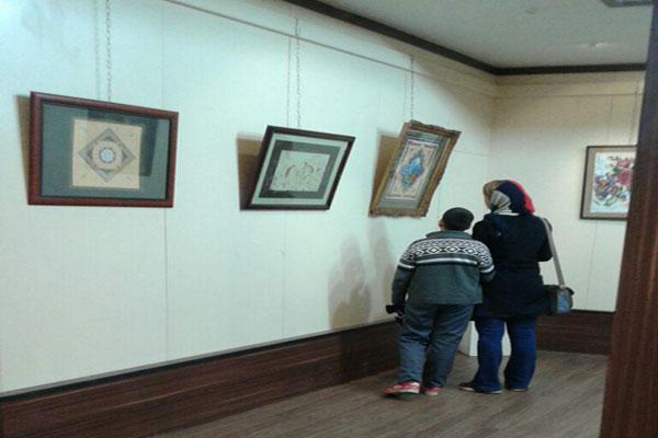 طرحهایی خیالی در نگارخانه اداره فرهنگ و ارشاداسلامی لاهیجان به نمایش گذاشته شده است