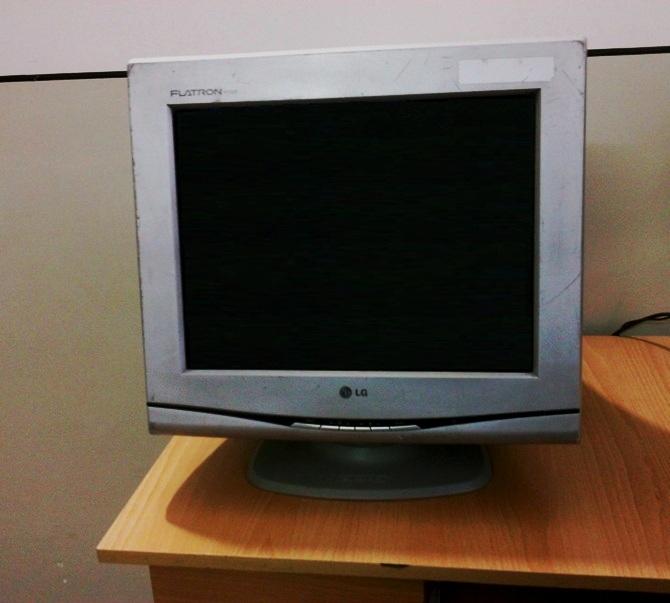 مانیتور (LG) ال جی صفحه تخت سری لبخند 17 اینچ