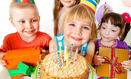 کودکان سن خود را با تعداد «جشن تولد»هایشان اندازه میگیرند