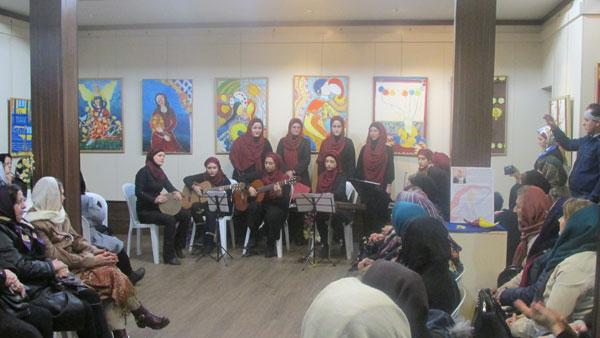 اجرای گروه موسیقی بانوان (گیلا) در لاهیجان
