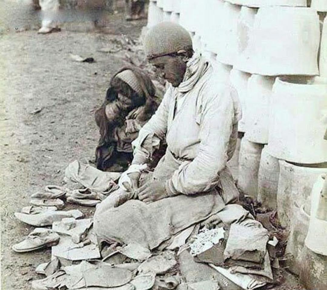 پینه دوزی در دوره قاجار عکس
