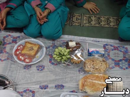 سفره صبحانه سالم در دبستان فدک شهر نورآباد