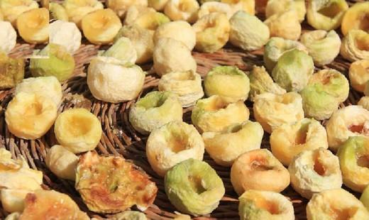 با گران ترین سوغاتی محلی مناطق مرکزی کشور آشنا شویم؛ «جوز غند»