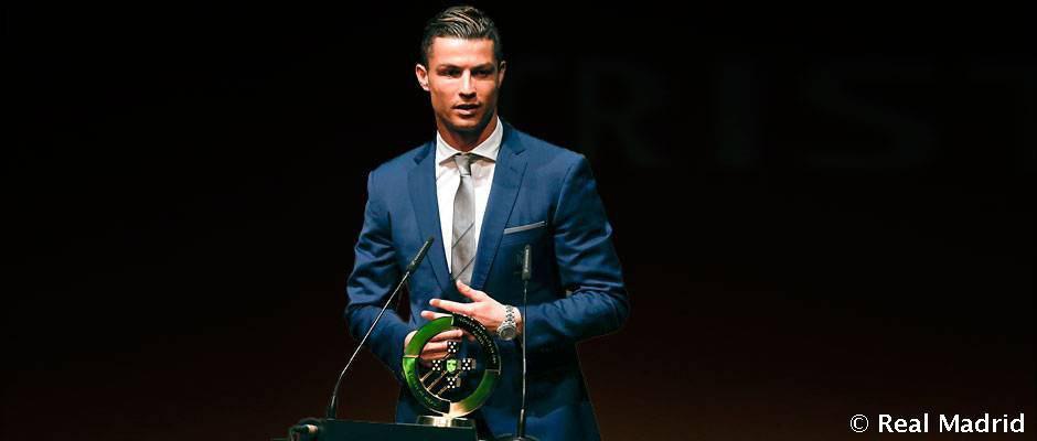 رونالدو در کنار روی پاتریسیو و سیلوا نامزد جایزه بهترین فوتبالیست پرتغال در سال 2017 شد.
