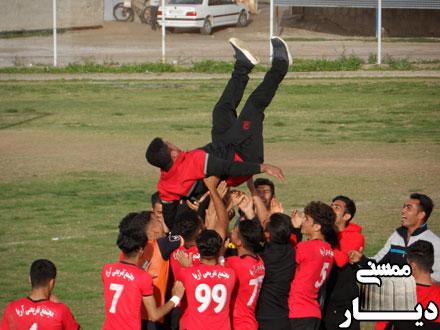 سازنقاره در جشن صعود جوانان ممسنی در فوتبال لیگ دسته دوم کشور