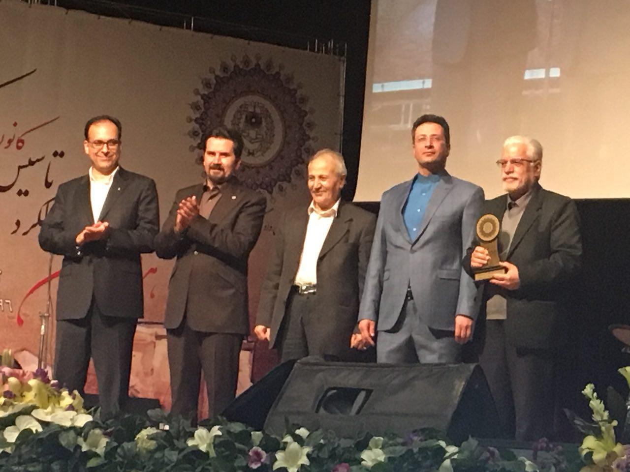 اعطای نشان عالی خدمت به حسین محمدزاده صدیق