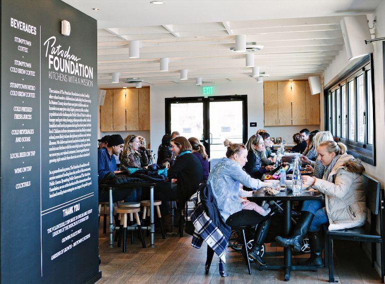 بزرگ جلوه دادن فضای رستورانی کوچک