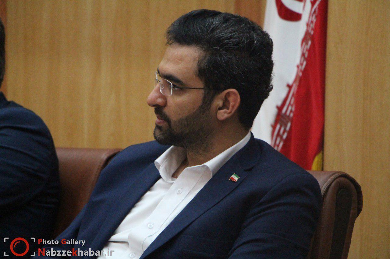 گزارش تصویری از نشست وزیر ارتباطات با جمعی از  فعالان حوزه آی سی تی در استانداری گیلان