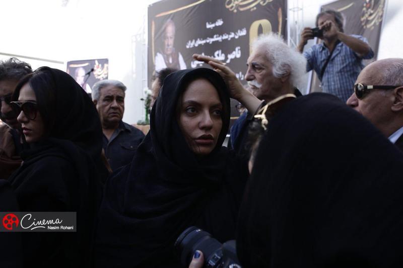 اندوه و خشم مردم و سینماگران در مراسم بدرقه ناصر ملک مطیعی