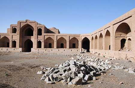کاروانسرای تاریخی روستای مهر شهرستان داورزن