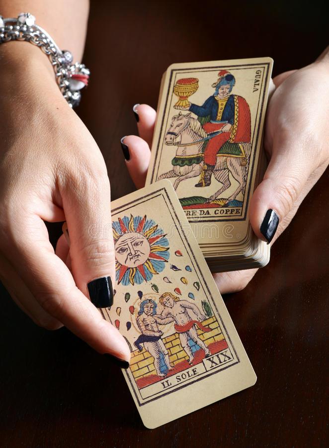 معني كارتهای تاروت  آموزش کامل فال تاروت  آیا فال تاروت واقعیت دارد  معنی کارتهای تاروت با تصویر