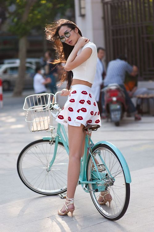 http://s9.picofile.com/file/8334080318/45a503ce6345f8cce0b52322bfb1eae2_girls_on_bicycles_bicycle_girl.jpg