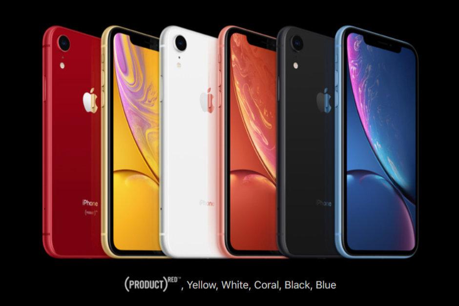 آیفون ای اس (iphone xs) در کنار آیفون ای اس م (iphone xs max) و آیفون ای آر (iphone xr)