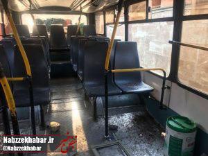 تکل بی فرهنگی به سمت بیت المال؛ خسارت به هشت دستگاه اتوبوس شهری و جراحت یک راننده نتیجه دردناک یک شهرآورد + تصاویر