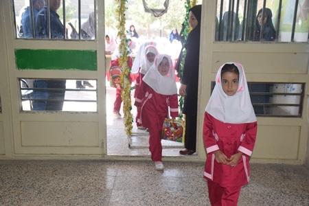 همزمان با سراسر کشور: زنگ شکوفه ها در مدارس ابتدایی زیرکوه به صدا درآمد