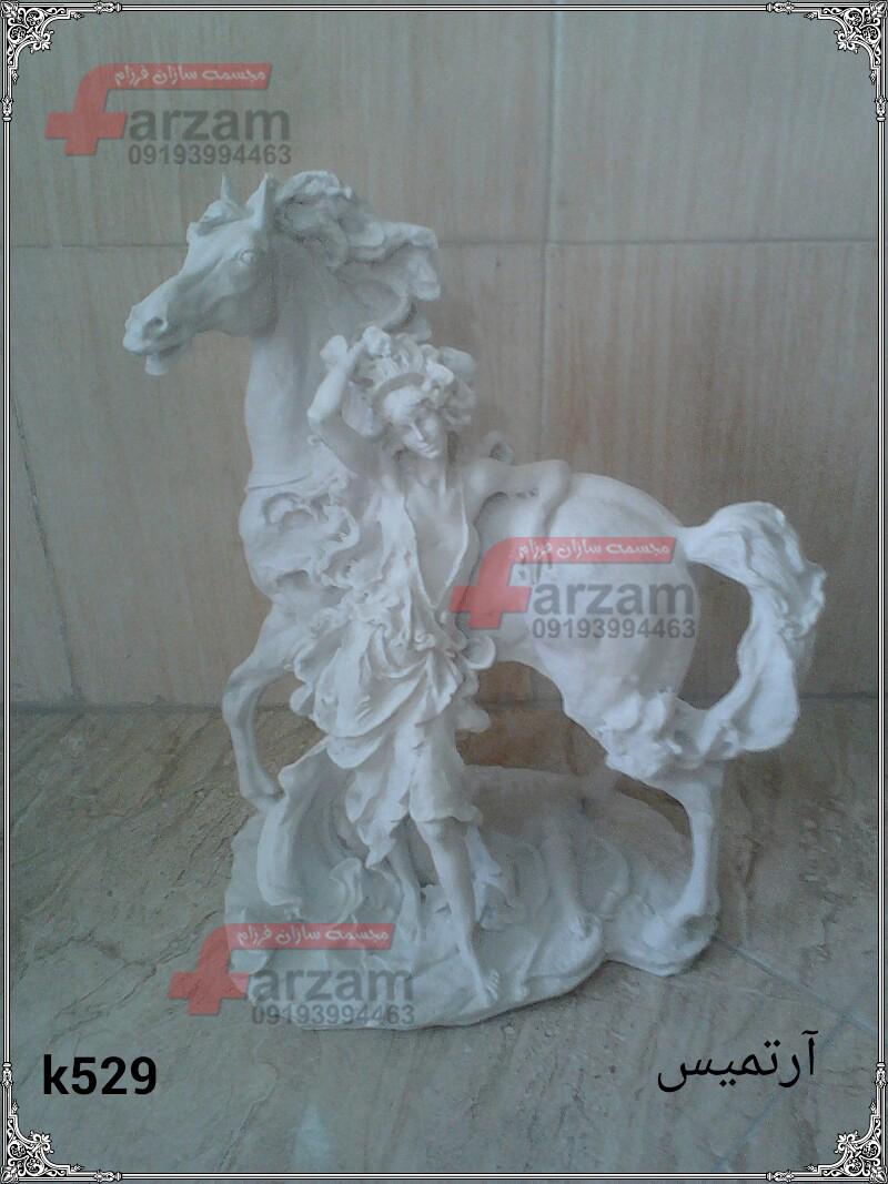 مجسمه پلی  استر اسب آرتمیس