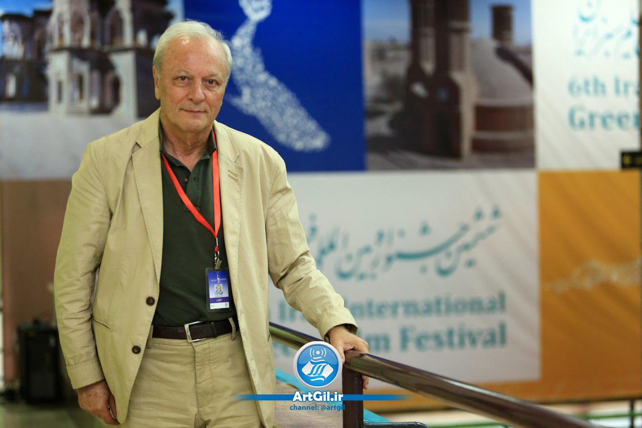 اسماعیل میرفخرایی مجری و تهیهکننده قدیمی تلویزیون: مجری که ابرو بر می دارد، لودگی می کند، به درد نمی خورد