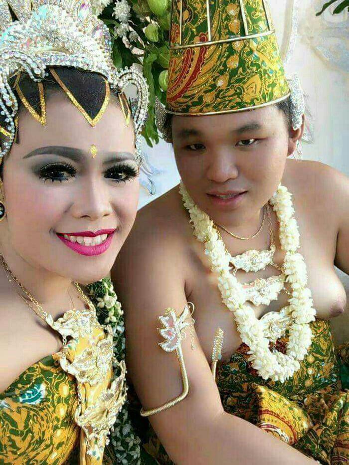 عروسیتون مبارک ، فقط الان عروس کدومه دوماد کدومه ؟!