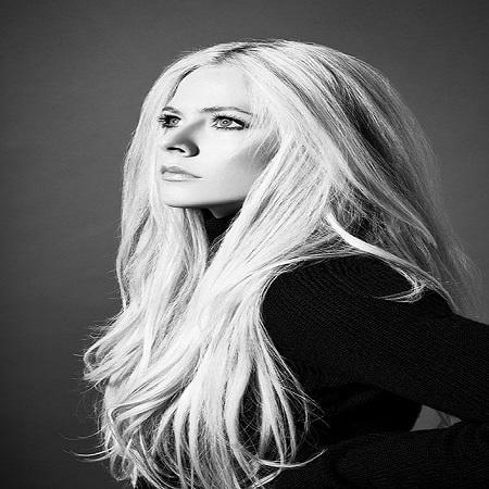 دانلود آهنگ جدید Avril Lavigne به نام Tell Me It's Over
