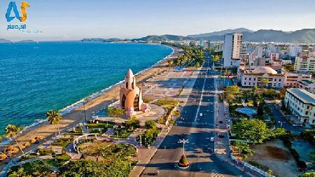 شهر ساحلي نهاترنگ در ويتنام