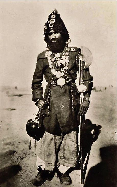 تصویری از یک مرد قدیمی در دوره قاجار یک مرد صوفی