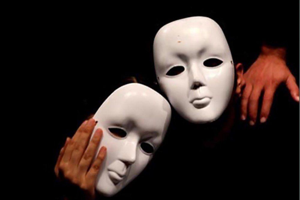 اجرای تئاتر خیابانی «رمز وای فای شما چنده ؟» در پیاده راه شهرداری رشت