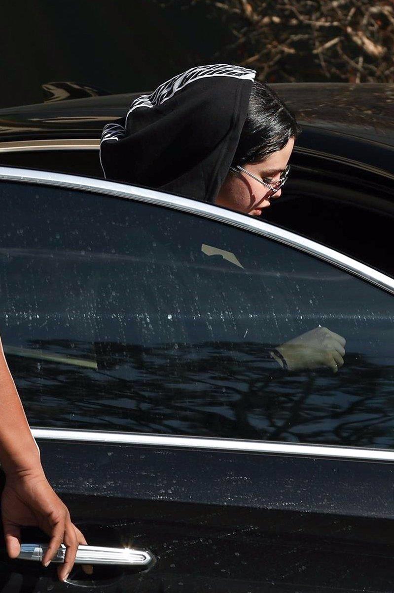 9 ژانویه| سلنا در حال ترک پیلاتس Hot در West Hollywood