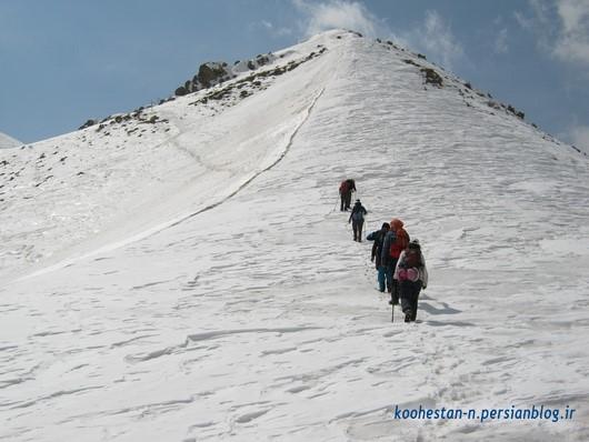 در مسیر قله پس از گردنه