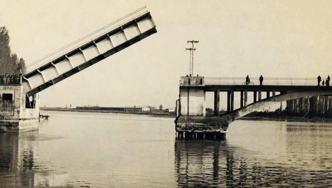 نمای قدیم پل متحرک غازیان ، پل غازیان ، عکس قدیمی از پل غازیان
