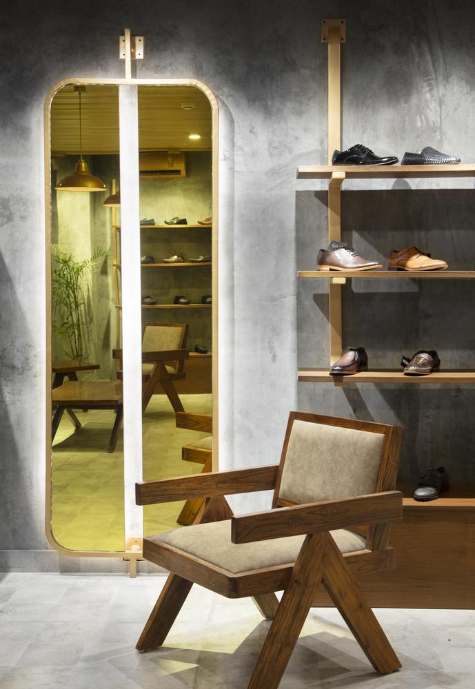 طراحی فروشگاه فرش در سبک صنعتی در هند