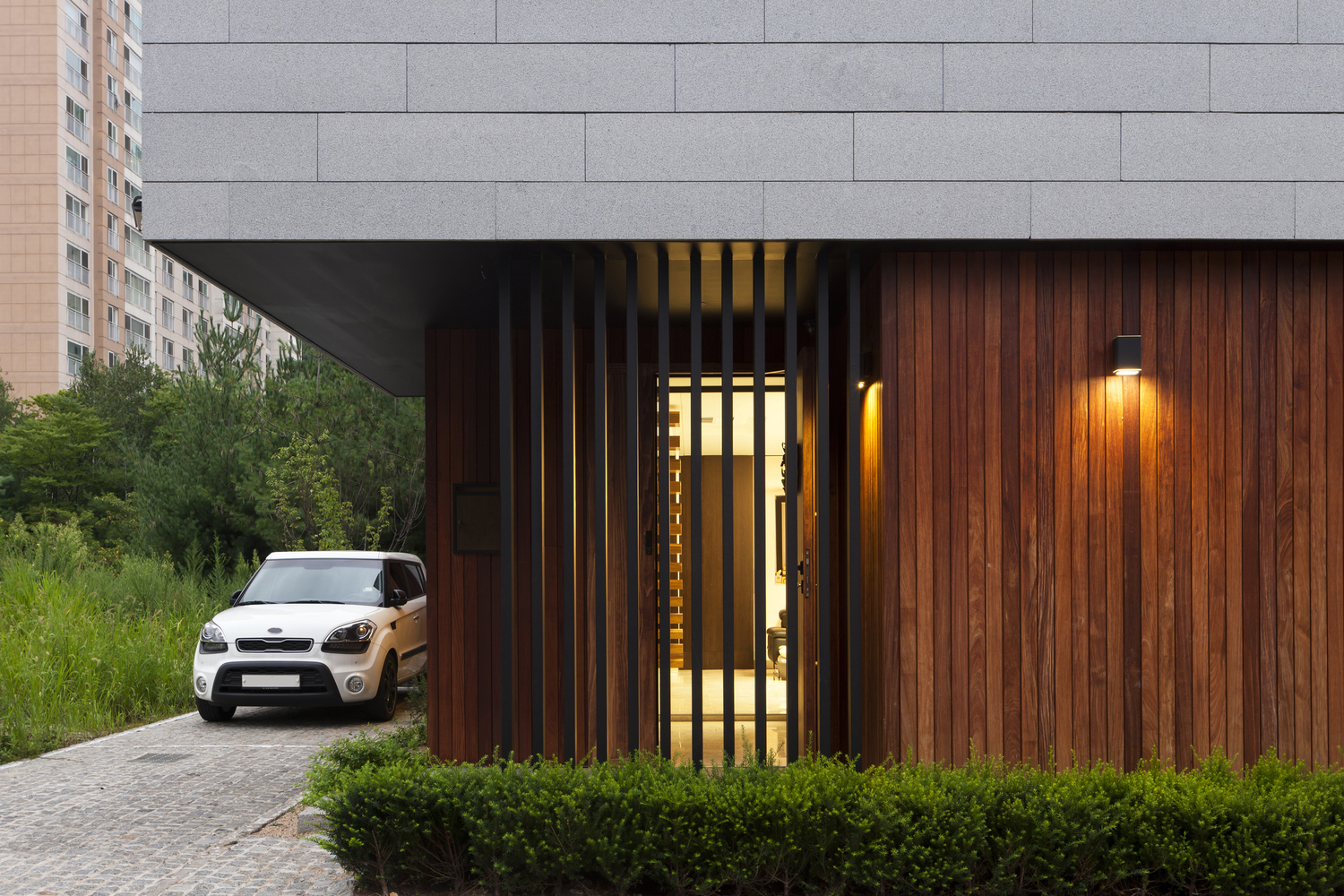 Yongin Dongsanjae / Lee.haan.architects