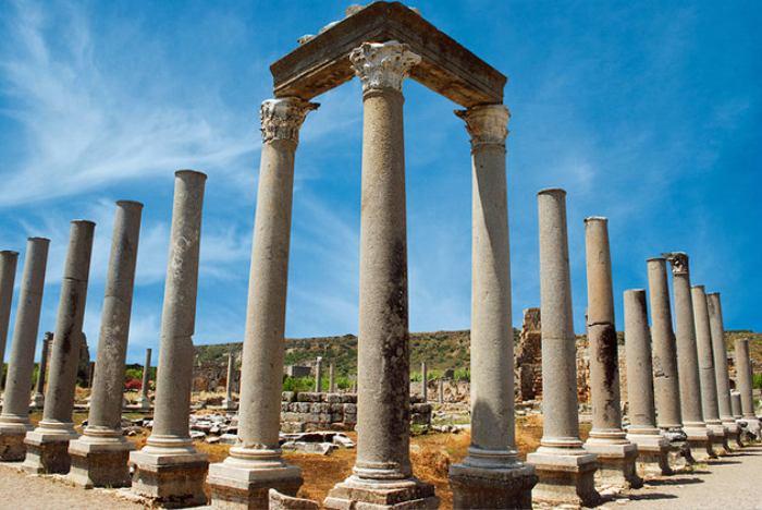 شهر باستانی پرگه (Perge)