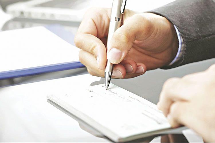 قانون جدید چک تصویب شد؛ مسدودی حساب و کارتهای بانکی صاحب چک برگشتی، محرومیت ۳ ساله برای متقلبان چک