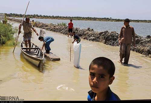 آیینه یزد - جلوی کمکهای مردم به سیلزدگان را نگیرید