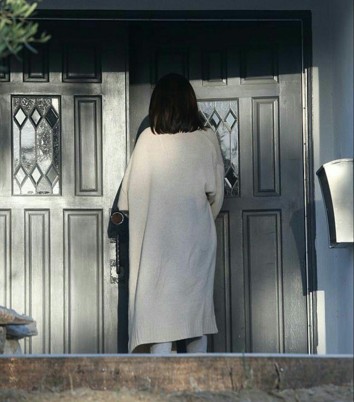 سلنا درحال رفتن به خونه ی دوستش