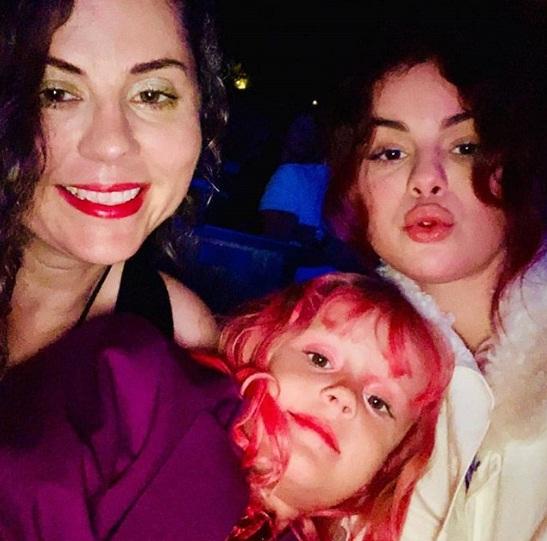 سلنا گومز و خانواده اش 1