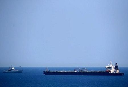 غرق شدن یک کشتی باری ایران در دریای خزر