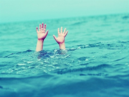 ناجیان غریق آستارا دو گردشگر را از غرق شدن نجات دادند